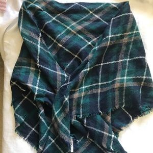 Green and navy blanket scarf Charlotte Russe